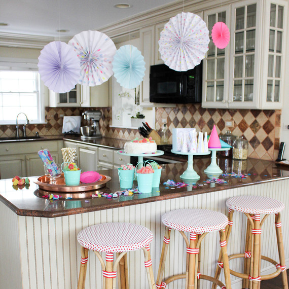 candy_party_kitchen2_0416.jpg (skyword:302957)