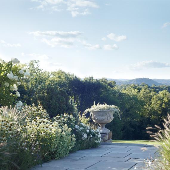 white-garden-d110545.jpg