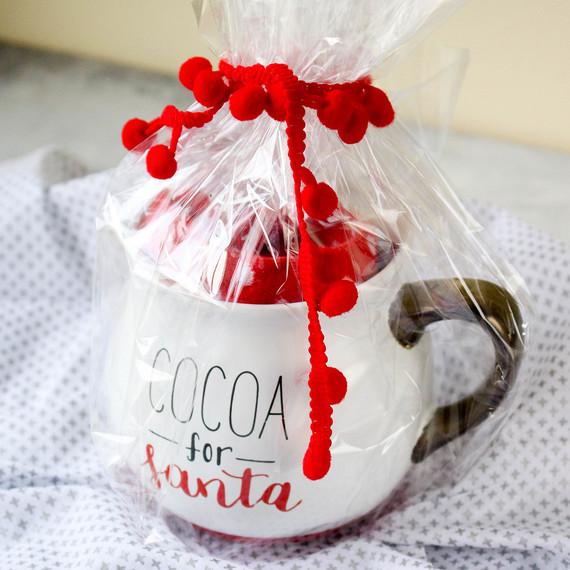 giftwrapping-mug-1216.jpg (skyword:364506)