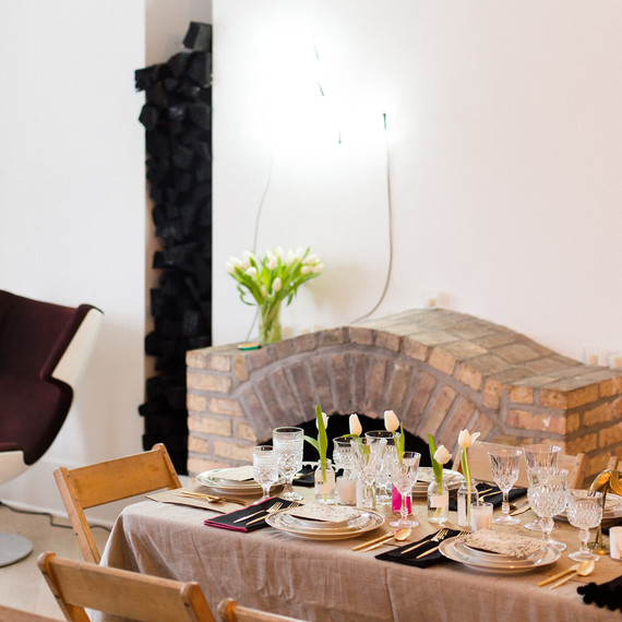 interiors_modern_table_0316.jpg (skyword:238539)