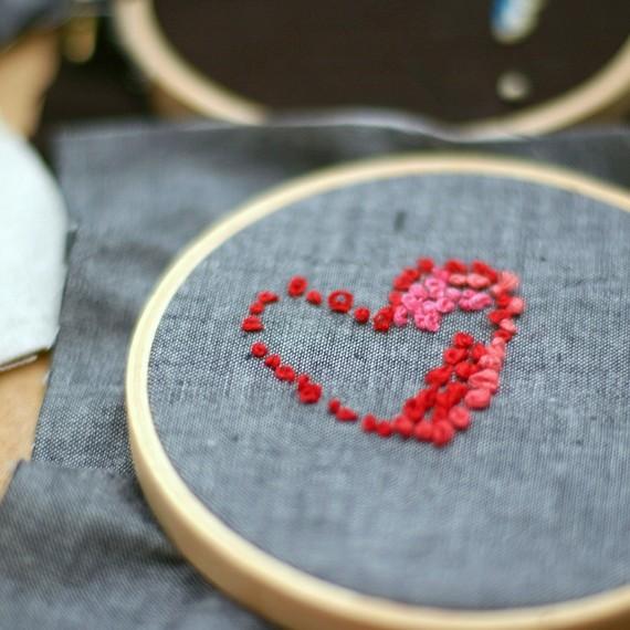 french-knot-heart-11-15.jpg (skyword:206247)