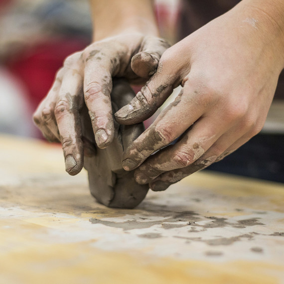 hands-shaping-clay-0416.jpg (skyword:251274)