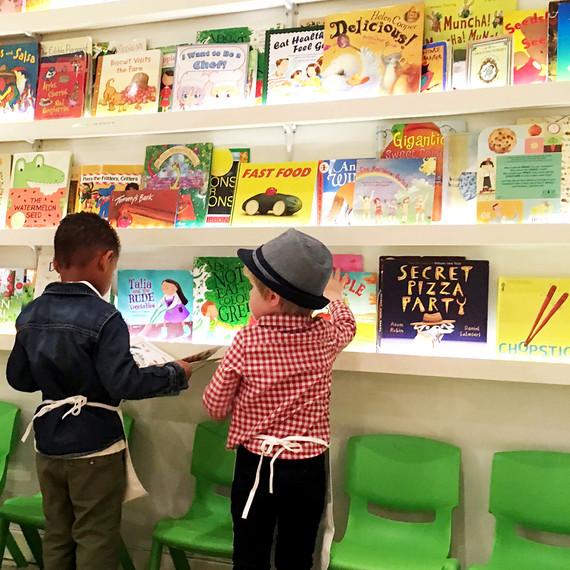 kids-reading-books-0216.jpg (skyword:226692)