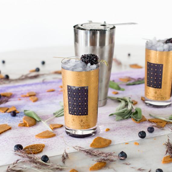 cocktail_gold_blackberry_1216.jpg (skyword:213245)