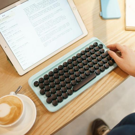 mechanical-keyboard-0117.jpg (skyword:391630)