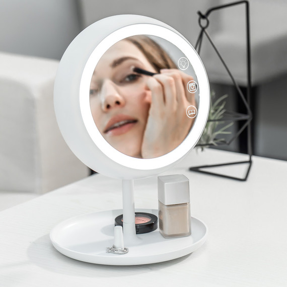 This Smart Mirror Provides The Perfect Light For Makeup