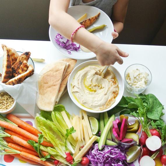 hummus-table-veggies-0116.jpg (skyword:223271)