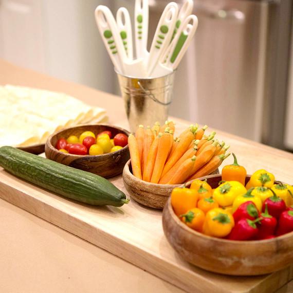 kids-cooking-veggies-0216.jpg (skyword:226676)