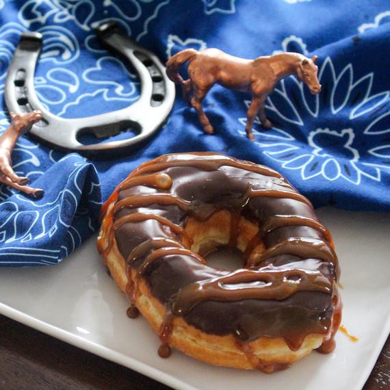 whiskey_caramel_doughnuts_2.jpg (skyword:242626)