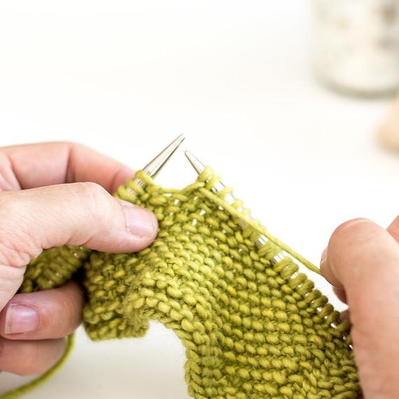 7-knit-linen-stitch-0815-8.jpg (skyword:188194)