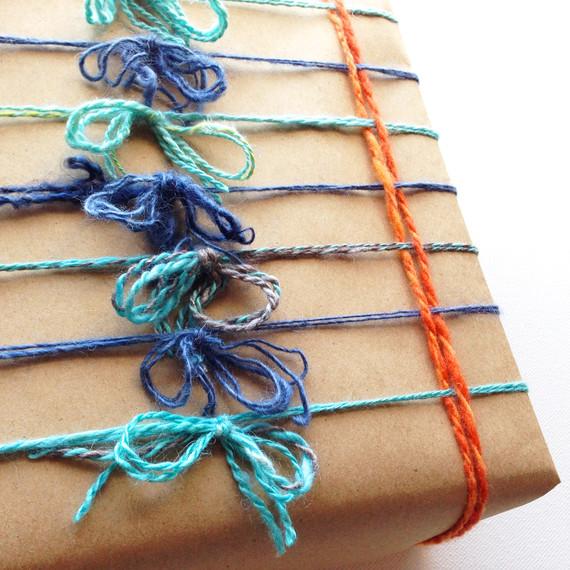 yarn-wrapped-gift-bow-1214.jpg