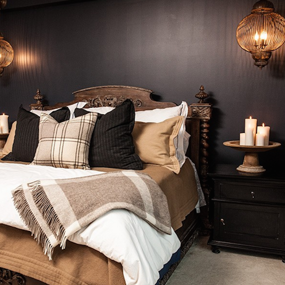Guestroom-with-candles-1215.png (skyword:209761)