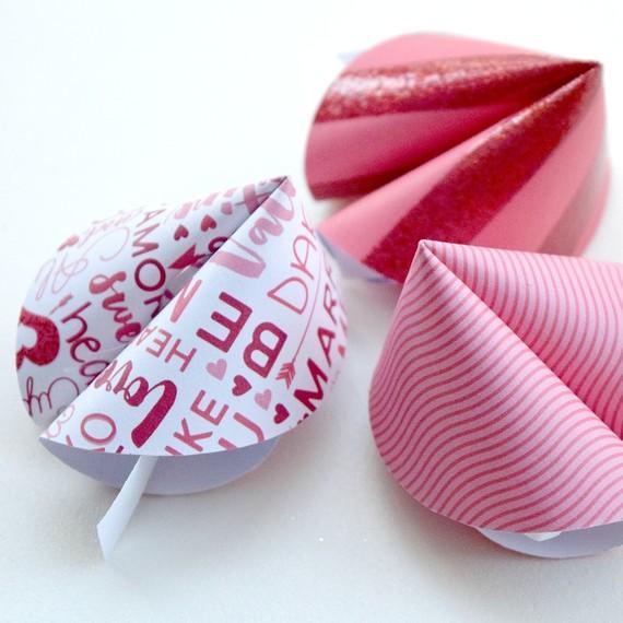 paper-fortune-cookies6-0116.jpg (skyword:223519)