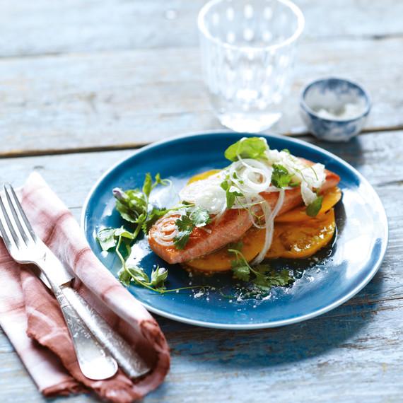 salmon-fresh-onion-mld107621.jpg