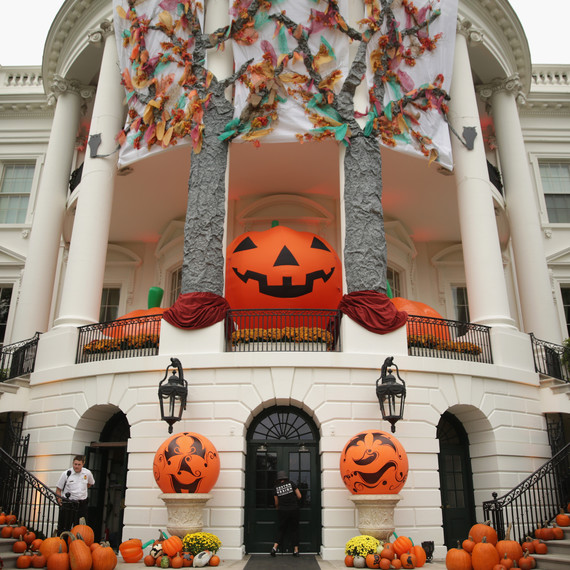 This is how the Obamas decorate the White House for Halloween.