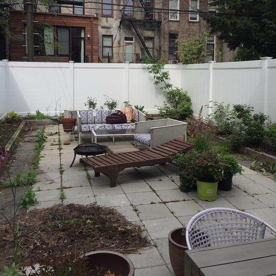 garden-before-whitefence-0616.jpg (skyword:296487)