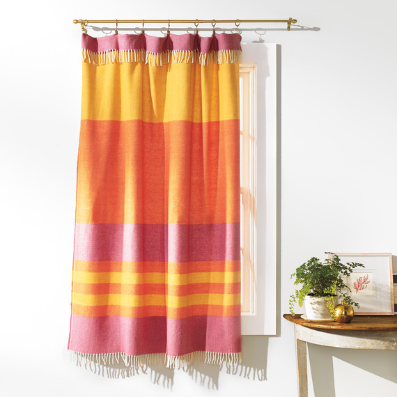 blanket-as-curtain-304-d111605.jpg