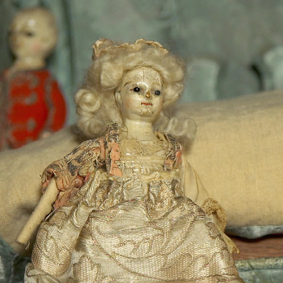Take a sneak peek into the antique dollhouse valued at $200,000.
