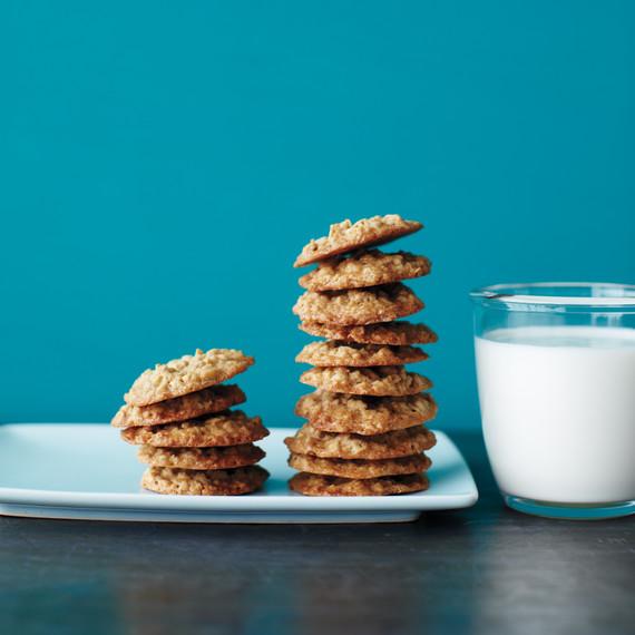 maple-oatmeal-cookies-med108019.jpg