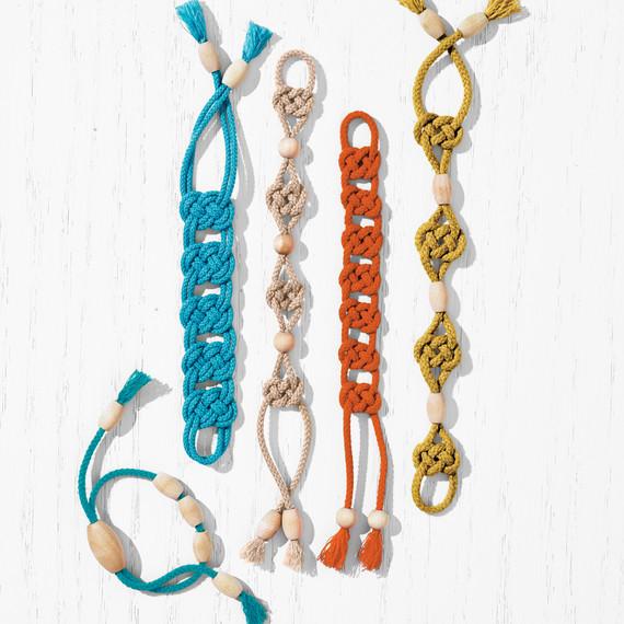 knot-bracelets-271-beads-d112023.jpg