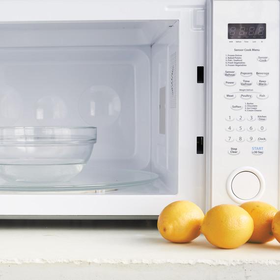 lemon-juice-microwave-008-d111805.jpg