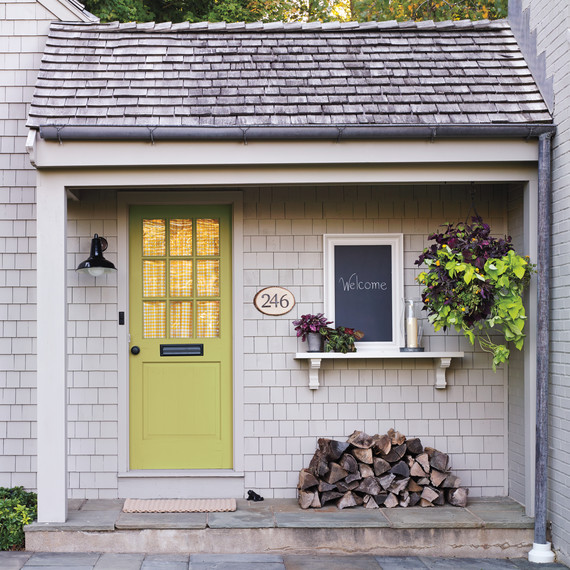 front-door-decor-porch-064-d111604.jpg
