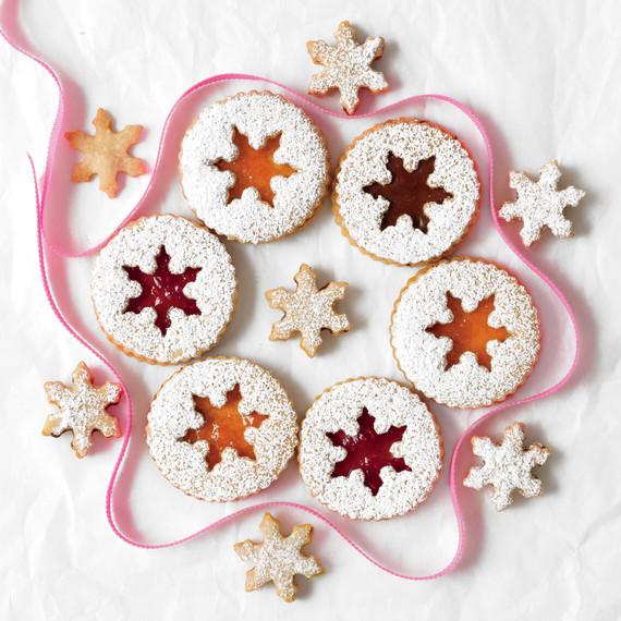 hazelnut-sandwich-cookies-med107742.jpg