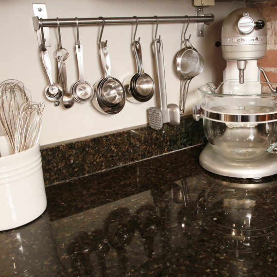 kitchen-counter-measuring-cups-0215.jpg