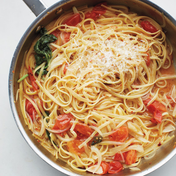 msl-kitchen-spaghetti-0202-md110059.jpg