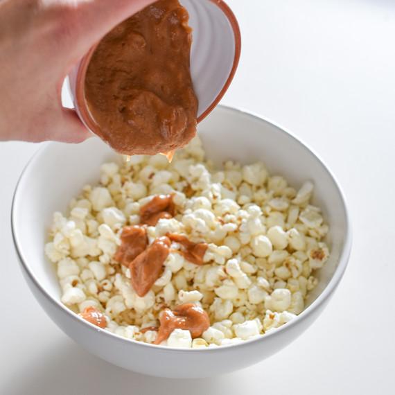 chocolate-peanutbutter-popcorn-02167.jpg (skyword:225110)