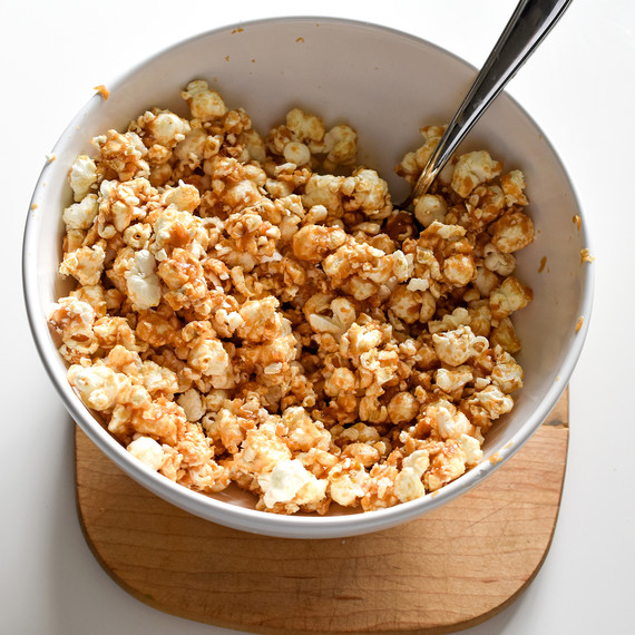 chocolate-peanutbutter-popcorn-02168.jpg (skyword:225111)