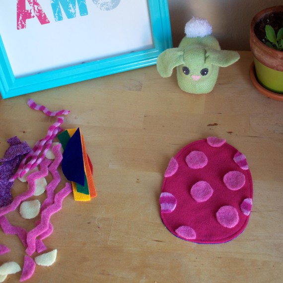 Polka-dot Easter egg craft