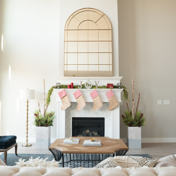 9 Tips To Decorating A Very Merry Christmas Mantel
