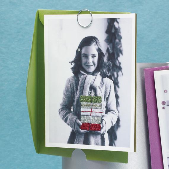 mld105178_1109_newphoto_cardpresents.jpg