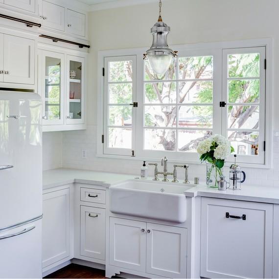 white-sink-kitchen-renovation-2-0316.jpg (skyword:237196)