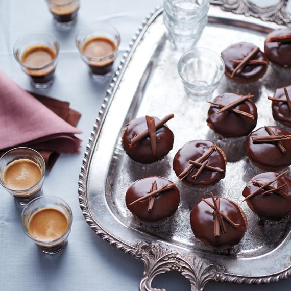 chocolate-cupcakes-coffee-076-d112571.jpg