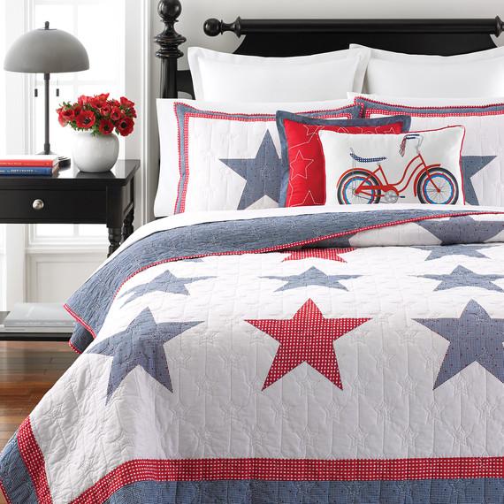 msmacys-starspangledquilt-bed-retail-0614.jpg