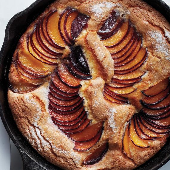 dessert-fruit-skillet-cake-016-d110688-1014.jpg