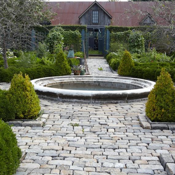 garden-filippone-boxwood082613-msl-d110553-02.jpg