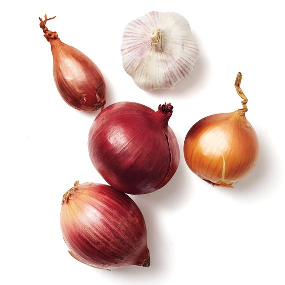 produce-onion-garlic-shallot-silo-131-d111919.jpg