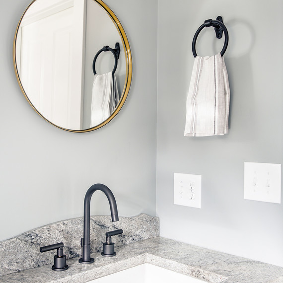 09-powder-room-neutrals-freeport-farmhouse-1112.jpg (skyword:201687)