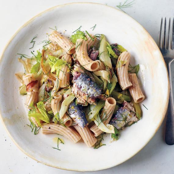 caramelized-fennel-celery-sardine-pasta-03-58797-md110320.jpg