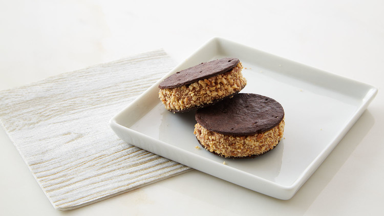 double-chocolate-sandwich-cookies-210-d112925.jpg