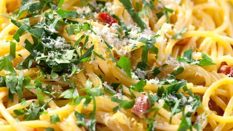 martha-cooking-school-pasta-sauces-carbonara-cs2004-0375.jpg