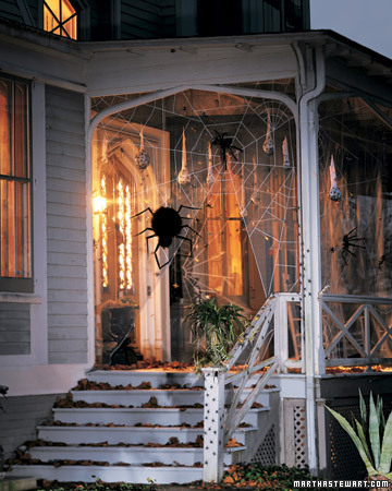 spooky porches spiders martha stewart. Black Bedroom Furniture Sets. Home Design Ideas
