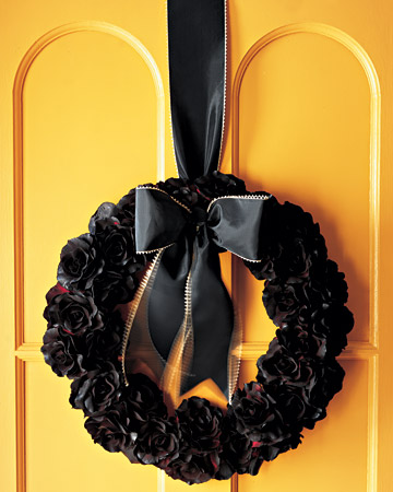 halloween silk flower wreath step by step diy craft how to s and instructions martha stewart. Black Bedroom Furniture Sets. Home Design Ideas
