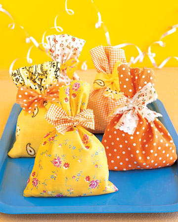 Craft Ideas Leftover Fabric on Fabric Scrap Favor Packs