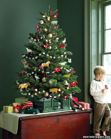christmas tree ideas martha stewart la103433_1207_kidtree_xl - Christmas Tree Decorations For Kids