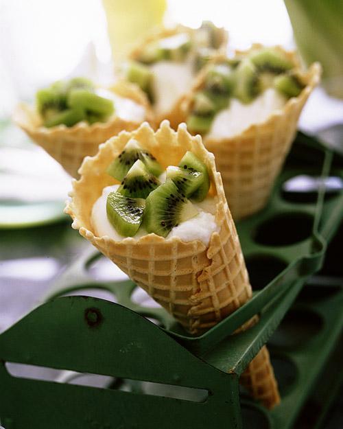 Yogurt Cones with Kiwis