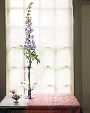 Flower centerpieces martha stewart decorations for Martha stewart floral arrangements